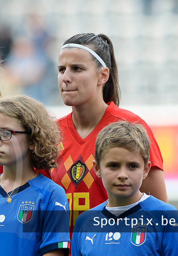 20180904 - LEUVEN , BELGIUM : Belgian Laura De Neve pictured during the female soccer game between the Belgian Red Flames and Italy , the 8th and last game in the qualificaton for the World Championship qualification round in group 6 for France 2019, Tuesday 4 th September 2018 at OHL Stadion Den Dreef in Leuven , Belgium. PHOTO SPORTPIX.BE | DAVID CATRY