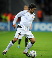 FUSSBALL   CHAMPIONS LEAGUE   SAISON 2011/2012  Bayer 04 Leverkusen - FC Valencia           19.10.2011 Ever BANEGA (FC Valencia) Einzelaktion am Ball
