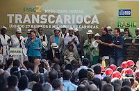 RIO DE JANEIRO, RJ, 01.06.2014 - INAUGURACAO  BRT - RIO DE JANEIRO - A presidente da República, Dilma Rousseff ao lado do prefeito do Rio de Janeiro Eduardo Paes, durante a cerimônia de inauguração do BRT Transcarioca, em Madureira, na zona norte do Rio de Janeiro, na manhã deste domingo. (Foto: Tércio Teixeira / Brazil Photo Press).