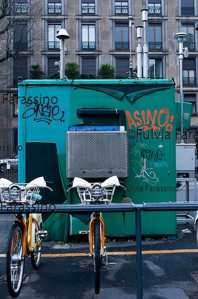 Milano, 2 febbario 2016, Via Senato, Centralina per il rilevamento dell'inquinamento atmosferico<br /> control units for the detection of air pollution in Milan