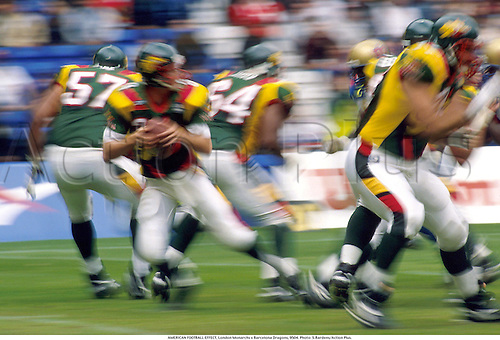 AMERICAN FOOTBALL EFFECT, London Monarchs v Barcelona Dragons, 9504. Photo: Steve Bardens/Action Plus....1995.movement.speed.effect.blur.camera effects.effect.blurred