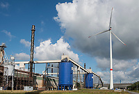 GERMANY Hamburg, wind turbine Siemens SWT-3.0-113 of Municipal energy supplier Hamburg Energie at Trimet aluminium company area / DEUTSCHLAND, Hamburg, Trimet Aluminium Werk Gelaende, Siemens Windkraftanlage SWT-3.0-113 des kommunalen Stromerzeuger Hamburg Energie