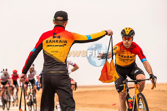 Feedzone for Bahrain-Mclaren during Stage 2 of the Saudi Tour 2020 running 187km from Sadus Castle to Al Bujairi, Saudi Arabia. 5th February 2020. <br /> Picture: ASO/Kåre Dehlie Thorstad | Cyclefile<br /> All photos usage must carry mandatory copyright credit (© Cyclefile | ASO/Kåre Dehlie Thorstad)