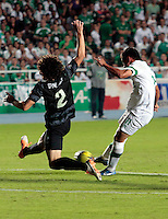 CALI- COLOMBIA -02 -02-2014: Nestor Camacho (Der.) jugador de Deportivo Cali disputa el balón con Estefan Medina (Izq.) jugador del Atletico Nacional en durante partido de la segunda fecha de la Liga Postobon I 2014, jugado en el estadio Pascual Guerrero de la ciudad de Cali. / Nestor Camacho (R) player of Deportivo Cali vies for the ball with Estefan Medina (L) player of Atletico Nacional during a match for the second date of the Liga Postobon I 2014 at the Pascual Guerrero Stadium in Cali city. Photo: VizzorImage  / Juan C Quintero / Str.