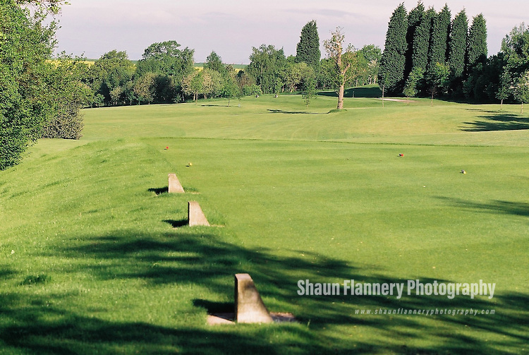 Pix: Shaun Flannery/shaunflanneryphotography.com...COPYRIGHT PICTURE>>SHAUN FLANNERY>01302-570814>>07778315553>>..18th May 2004..............Hickleton Golf Club, Lidgett Lane, Hickleton, Doncaster, DN5 7BE..Golf Course - 8th tee