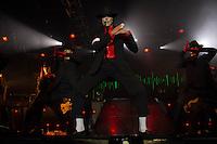 sAO PAULO, 16.11.2014 - TRIBUTO MICHAEL JACKSON - O cover oficial do Michael Jackson no Brasil, Rodrigo Teaser, realiza um espetáculo em tributo ao Reio do Pop e para a  gravação de seu DVD. O evento ocorreu na Audio Club, zona oeste de São Paulo na madrugada de sexta-feira para sabado (16) e contou com a participação e direção de LaVelle Smith, coreógrafo que acompanhou Michael por 23 anos.<br /> <br /> (foto: Fabricio Bomjardim / Brazil Photo Press)