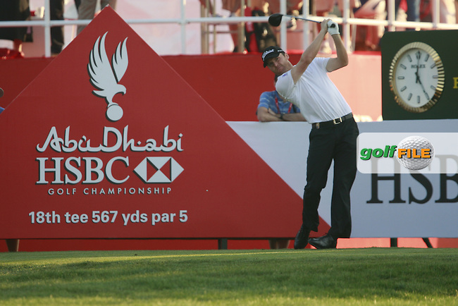 Michael Hoey (NIR) on the 18th hole during Friday's Round 2 of the HSBC Golf Championship at the Abu Dhabi Golf Club, United Arab Emirates, 27th January 2012 (Photo Eoin Clarke/www.golffile.ie)