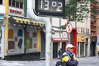SÃO PAULO, SP, 01/05/2012, CLIMA TEMPO<br /> <br /> Manhã gelada nesse feriado de 1º de Maio, dia do Trabalho.<br /> <br />  Luiz Guarnieri/ Brazil Photo Press