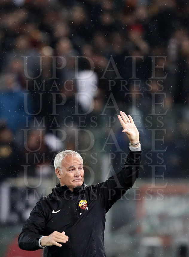 Football, Serie A: AS Roma - Parma, Olympic stadium, Rome, May 26, 2019. <br /> Roma's coach Claudio Ranieri greets fans during the Italian Serie A football match between Roma and Parma at Olympic stadium in Rome, on May 26, 2019.<br /> UPDATE IMAGES PRESS/Isabella Bonotto
