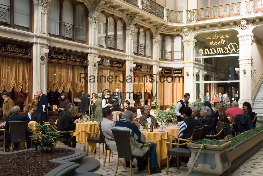 Italien, Piemont, Hauptstadt Turin: Via Cesare Battisti, Arkade, Cafe, Restaurant | Italy, Piedmont, capital Torino: Via Cesare Battisti, cafe, restaurant