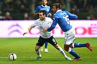 Fussball International  Freundschaftsspiel   14.11.2012 Italien - Frankreich Mathieu Valbuena (li, Frankreich)  gegen Andrea Barzagli (Italien)