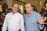 ATENÇÃO EDITOR: FOTO EMBARGADA PARA VEÍCULOS INTERNACIONAIS. SAO PAULO, 06 DE OUTUBRO DE 2012 - ELEICOES 2012 SERRA - O Candidato Jose Serra (PSDB), acompanhado do governador Geraldo Alckmin durante visita ao Shopping Metro Santa Cruz, regiao sul da capital, no inicio da tarde deste sabado (06), vesperas das eleicoes. FOTO: ALEXANDRE MOREIRA - BRAZIL PHOTO PRESS