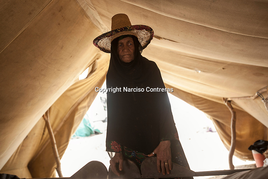Tuesday 07 July, 2015: A displaced elder from the heavy fighting in Sa'bah governorate is seen in Al Khadmah camp, a temporary settlement at the outskirts of Beni Hassan in Hajjah province, Northwest of Yemen. (Photo/Narciso Contreras)
