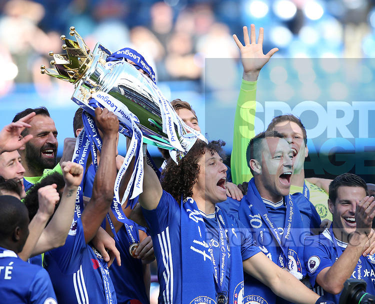 Chelsea's David Luiz celebrates with the trophy during the Premier League match at Stamford Bridge Stadium, London. Picture date: May 18th, 2017. Pic credit should read: David Klein/Sportimage