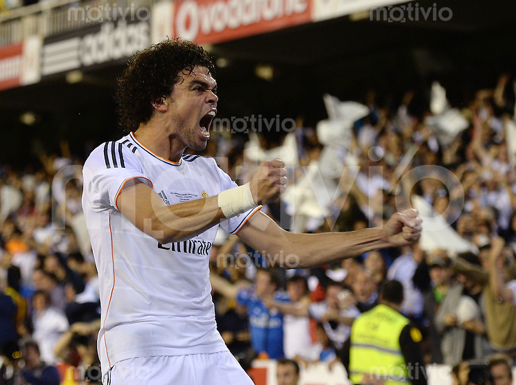 FUSSBALL  INTERNATIONAL Copa del Rey FINALE  2013/2014    FC Barcelona - Real Madrid            16.04.2014 JUBEL Real Madrid; Pepe