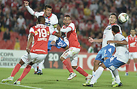 BOGOTÁ-COLOMBIA-11-02-2014. Independiente Santa Fe de Colombia y Nacional de Paraguay, en partido por la segunda fase grupo 4, de la Copa Bridgestone Libertadores en el estadio Nemesio Camacho El Campin, de la ciudad de Bogota./ Independiente Santa Fe and Nacional of Paraguay in a match for the second phase, group 4, of the Copa Bridgestone Libertadores in the Nemesio Camacho El Campin in Bogota city.  Photo: VizzorImage/ Gabriel Aponte /Staff