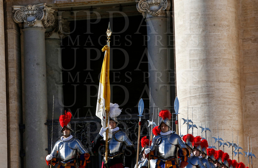 Swiss Guard march in St. Peter's Square before the Pope Francis' Urbi et Orbi (In Latin 'to the city and to the world') Christmas' day blessing from the central loggia of St. Peter's Basilica at the Vatican, December 25, 2018.<br /> UPDATE IMAGES PRESS/Riccardo De Luca<br /> <br /> STRICTLY ONLY FOR EDITORIAL USE