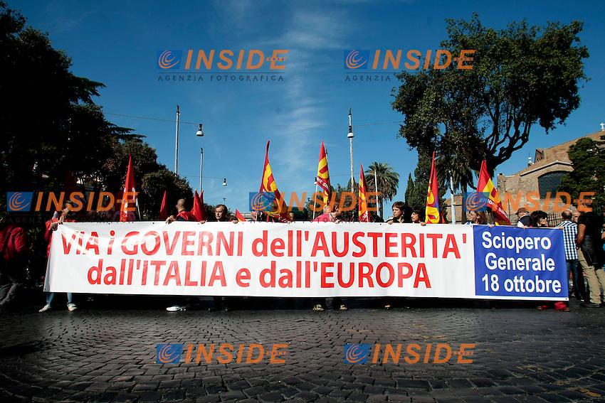 Striscione iniziale<br /> Roma 18-10-2013 Manifestazione dei sindacati di base USB e COBAS in occasione dello sciopero nazionale dei lavoratori.<br /> Strike and demonstration of the Left Trade Unions<br /> Photo Samantha Zucchi Insidefoto
