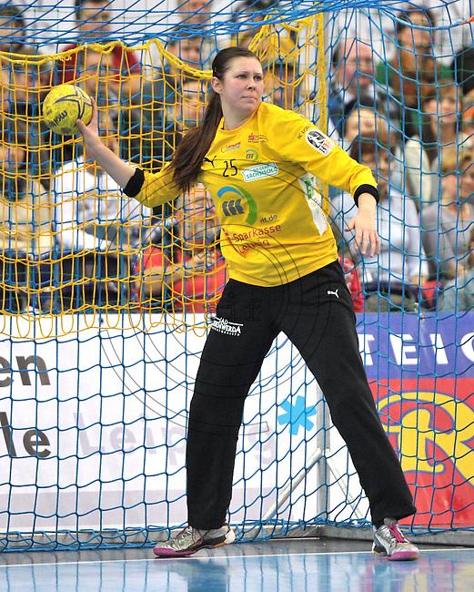 Handball 1. Bundesliga Frauen 2013/14 - Handballclub Leipzig (HCL) gegen Th&uuml;ringer HC (THC) am 30.10.2013 in Leipzig (Sachsen). <br /> IM BILD: HCL Torfrau Julia Pl&ouml;ger / Ploeger <br /> Foto: Christian Nitsche / aif / aif
