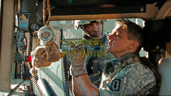 ANTHONY MACKIE & JEREMY RENNER .in The Hurt Locker.*Filmstill - Editorial Use Only*.CAP/FB.Supplied by Capital Pictures.