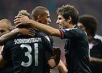 FUSSBALL   CHAMPIONS LEAGUE   SAISON 2012/2013   GRUPPENPHASE   FC Bayern Muenchen - FC Valencia                            19.09.2012 JUBEL mit Bastian Schweinsteiger und Javi , Javier Martinez  (v. li., FC Bayern Muenchen)