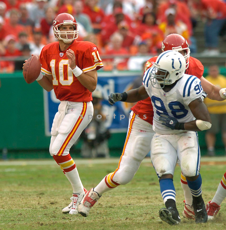 Trent Green during the Kansas City Chiefs v. Indianapolis Colts game on October 31, 2004...Chiefs win 45-35..David Durochik / SportPics