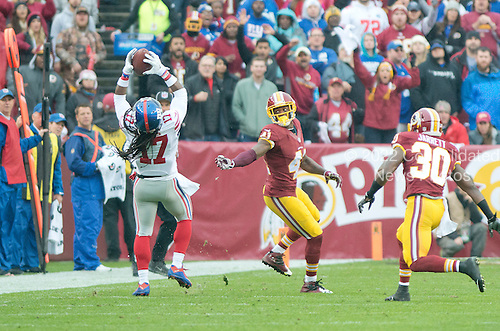New York Giants wide receiver Dwayne Harris (17) makes a first quarter reception against Washington Redskins cornerback Will Blackmon (41) and strong safety Kyshoen Jarrett (30) in first quarter action at FedEx Field in Landover, Maryland on Sunday, November 29, 2015.<br /> Credit: Ron Sachs / CNP<br /> (RESTRICTION: NO New York or New Jersey Newspapers or newspapers within a 75 mile radius of New York City)