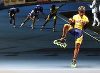 OOSTENDE – BELGICA – 24-08-2013: Alex Cujavante, patinador de Colombia gana la prueba de los 15000 metros eliminacion juvenil varones en el patinodromo Mundialista Track en Oostende,  Belgica, agosto 24 de 2013. (Foto: VizzorImage / Luis Ramirez / Staff).  Alex Cujavante, Colombia skater wins the testing of the 15000 meters eliminations young men  in the Mundialist Track in Oostende, Belgium, August 24, 2013. (Photo: VizzorImage / Luis Ramirez / Staff).