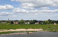 De Waal  bij Lent . Lent is een deelgemeente van Nijmegen