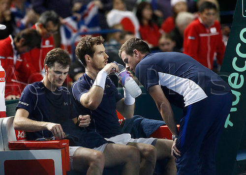 05.03.2016. Barclaycard Arena, Birmingham, England. Davis Cup Tennis World Group First Round. Great Britain versus Japan. GB team captain Leon Smith coaches Andy Murray and Jamie Murray during their match against Yoshihito Nishioka and Yasutaka Uchiyama.