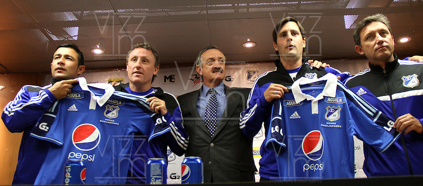 BOGOTA-COLOMBIA- 12-SEPTIEMBRE-2014. Conferencia de prensa con el nuevo director tecnico de Millonarios el argentino Ricardo Lunari en el estadio El Campin. De izquierda a derecha :Juvenal Rodriguez ,Ricardo Lunari , Enrique Camacho presidente de Millonarios , Emanuel Lillini , Oscar Cortes. :/ Press Conference with the new coach  of the Argentine Ricardo Lunari of Millonarios in El Campin stadium. Left to Right :Juvenal Rodriguez ,Ricardo Lunari , Enrique Camacho President of Millonarios   , Emanuel Lillini , Oscar Cortes.<br /> .Photo / VizzorImage / Felipe Caicedo / Stringer