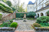 France, Sarthe (72),  Poncé-sur-le-Loir, jardin du château de Poncé en avril