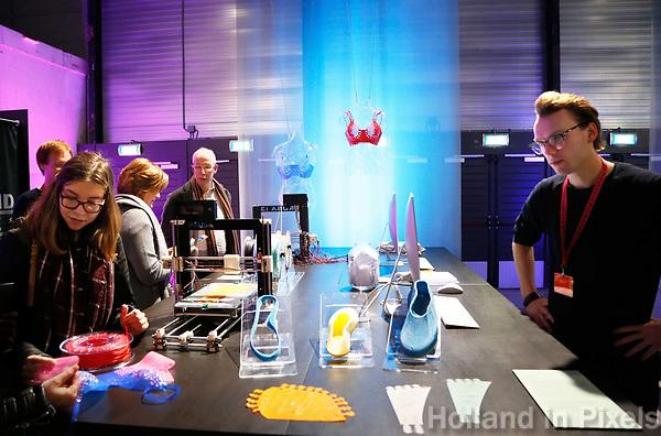 Nederland  Eindhoven 2017 . DDW. Dutch Design Week. Strijp-S. Expositie in het Klokgebouw. Lingerie en schoenen uit de 3D printer. Startup Perflex uses Prusa i3 3D printers to produce on-demand custom made items, like bras and shoes.   Foto Berlinda van Dam / Hollandse Hoogte
