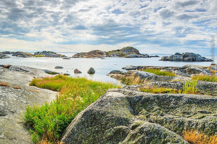 Klippor och skär på Stora-Nassa i ytterskärgården Stockholm. / Rocks and reefs on the Stora-Nassa in Stockholm outer archipelago.