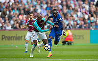 Oumar Niasse of Everton & Angelo Ogbonna of West Ham during the Premier League match between West Ham United and Everton at the Olympic Park, London, England on 13 May 2018. Photo by Andy Rowland / PRiME Media Images.