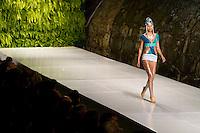 Belo Horizonte_MG, Brasil....Modelo desfilando na abertura da sexta edicao do Minas Trend Preview. Belo Horizonte, Minas Gerais...Model walking in runway on the opening event of the sixth Minas Trend Preview. Belo Horizonte, Minas Gerais....Foto: NIDIN SANCHES / NITRO