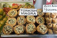 Türkei, Süßigkeiten auf der Istiklal Caddesi im Stadtteil Beyoglu  in Istanbul