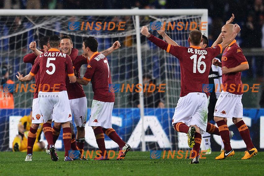 Esultanza di Francesco Totti dopo il gol 2-0 - Goal celebration .Roma 17/03/2013 Stadio Olimpico.Football Calcio 2012/2013 Serie A.Roma Vs Parma 2-0.Foto Andrea Staccioli Insidefoto