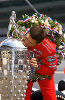 87th Indianapolis 500, Indianapolis Motor Speedway, Speedway, Indiana, USA  25 May,2003.Gil de Ferran kisses the Borg-Warner Trophy..World Copyright©F.Peirce Williams 2003 .ref: Digital Image Only..F. Peirce Williams .photography.P.O.Box 455 Eaton, OH 45320.p: 317.358.7326  e: fpwp@mac.com..