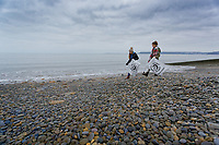 2018 12 31 Anna Strzelecki litter-picking with daughter Jaz in Amroth beach, Wales, UK