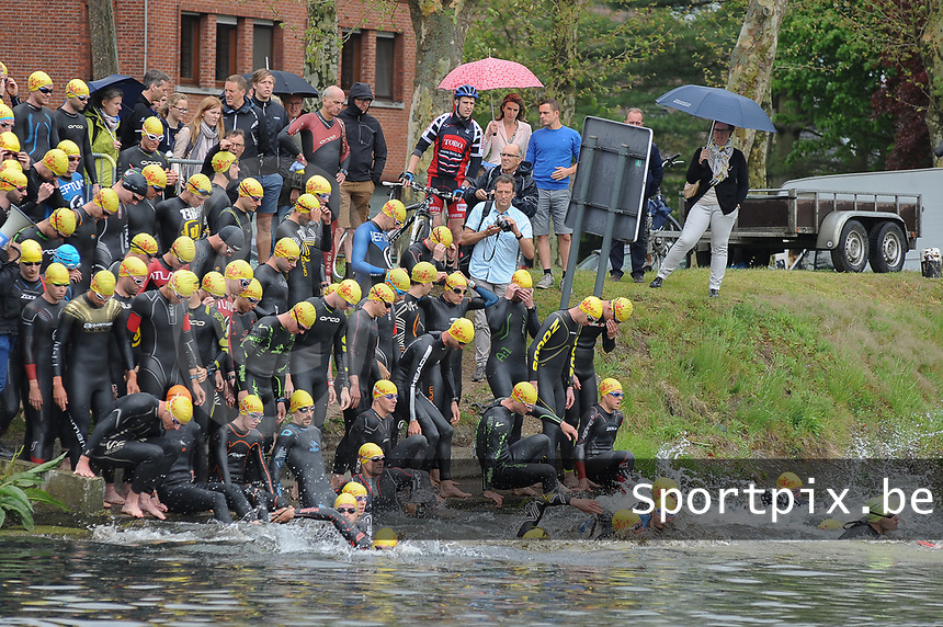 20170514 GEEL : Kwarttriathlon Geel - 1/4 triathlon Geel <br /> Start zwemproef<br /> <br /> PHOTO SPORTPIX.BE / DIRK VUYLSTEKE