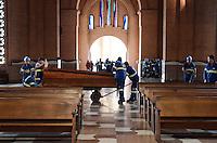 APARECIDA, SP, 23.07.2013 - PAPA NO BRASIL / APARECIDA - Movimentação no Santuario Nacional de Aparecida um dia antes da visita do Papa Francisco, nesta terça-feira, 23. (Foto: Adriano Lima / Brazil Photo PresS).