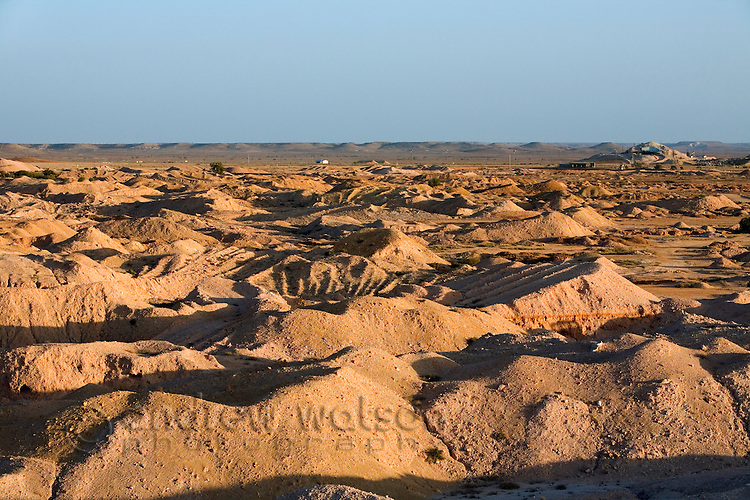 The scarred landscape of the Coober Pedy opal fields.  Coober Pedy, South Australia, AUSTRALIA.