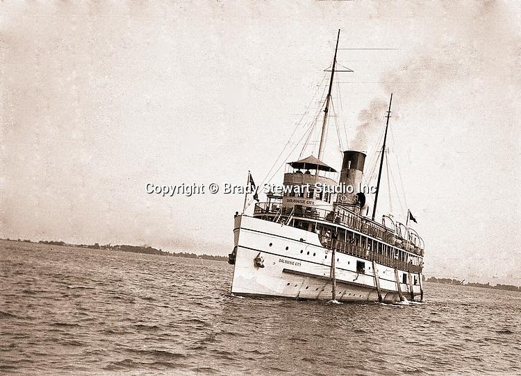 Niagara Falls, New York:  The Dalhousie City Ferry Boat - 1914