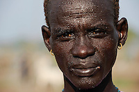 SOUTH SUDAN Lakes state Rumbek, man with water drops in face / SUED SUDAN, Mann mit Wassertropfen im Gesicht