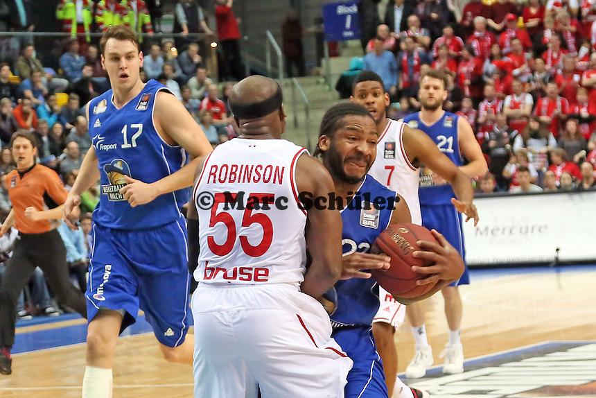Quantez Robertson (Skyliners) gegen Dawan Robinson (Bamberg) - Fraport Skyliners vs. Brose Baskets Bamberg, Fraport Arena Frankfurt