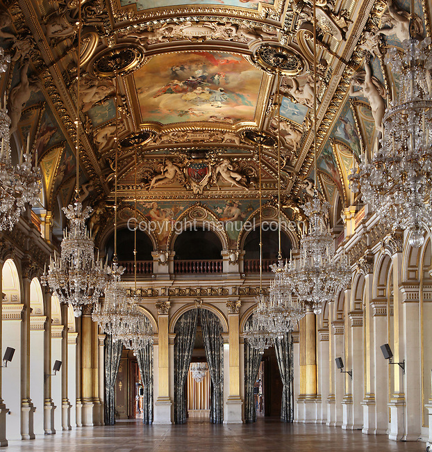 Salle des Fêtes, 1882, Hôtel de Ville, 16th century and rebuilt in the 19th century by Ballu and Deperthes, Place de Grève, Paris, France. Built on the model of Galerie des Glaces in Château de Versailles, it was decorated by Henri Gervex, Aimé Morot. Benjamin Constant and Gabriel Ferrier for the paintings of the ceiling with hanging Baccarat crystal chandeliers. Picture by Manuel Cohen