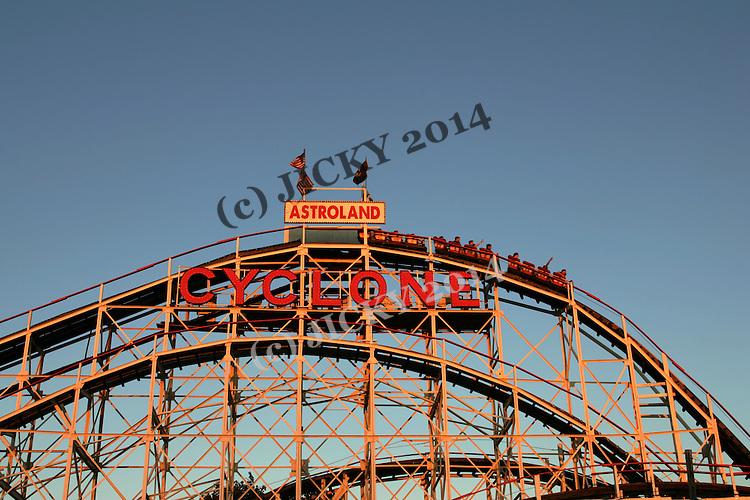 Astroland - Cyclone