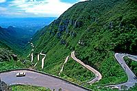 Estrada na Serra do Rio do Rastro em São Joaquim. Santa Catarina. 1996. Foto de Stefan Kolumban.