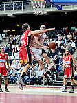 2015-10-31 / Basketbal / seizoen 2015-2016 / Antwerp Giants - Limburg United / Mike Smith (Giants) stuit op Yannick Desiron<br />